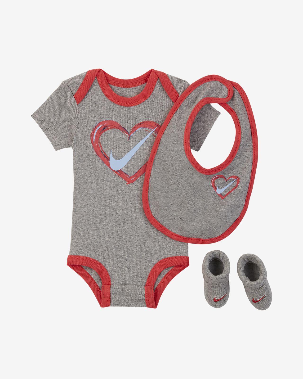 online store ad0df 334ae Nike Baby (12–24M) 3-Piece Set. Nike.com GB