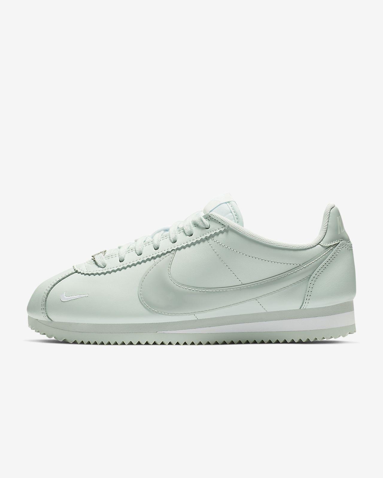 separation shoes 8f86d 9fdde ... Chaussure Nike Classic Cortez Premium pour Femme