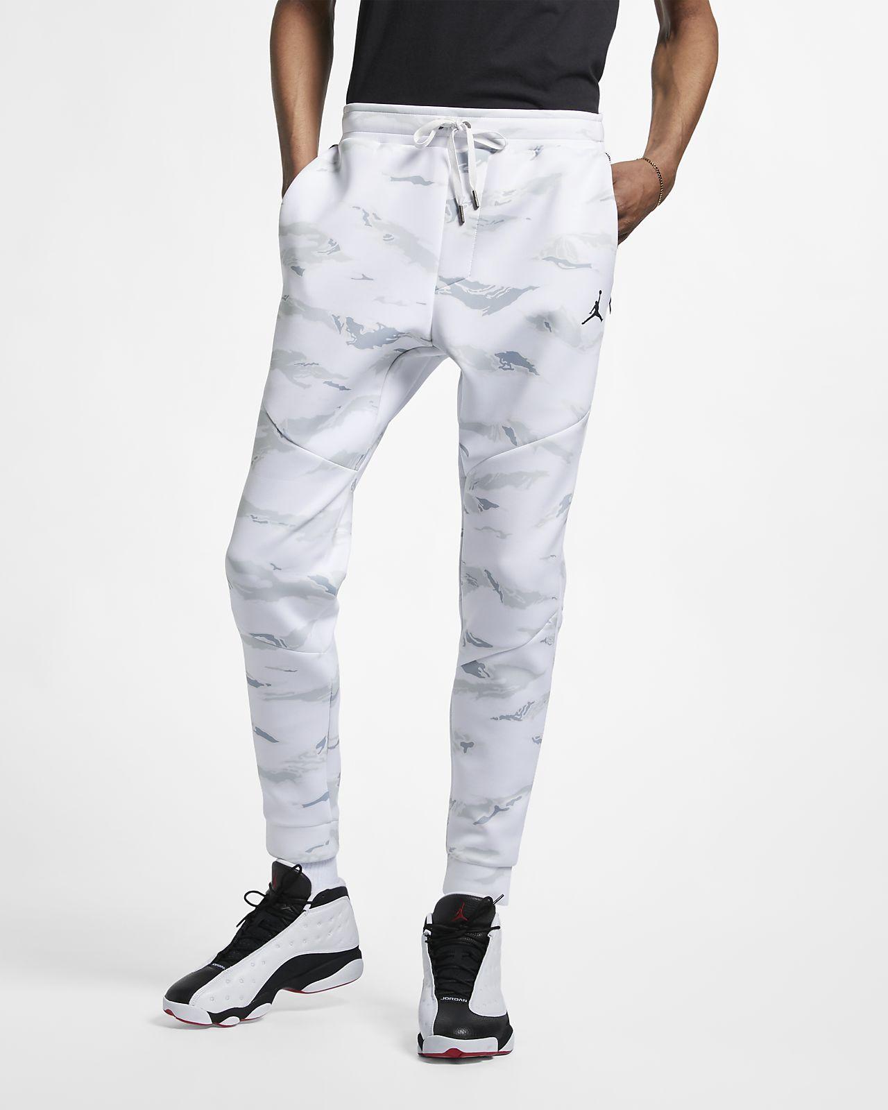 5b7fe74e2734 Jordan Sportswear Flight Tech Men s Camo Trousers. Nike.com AE