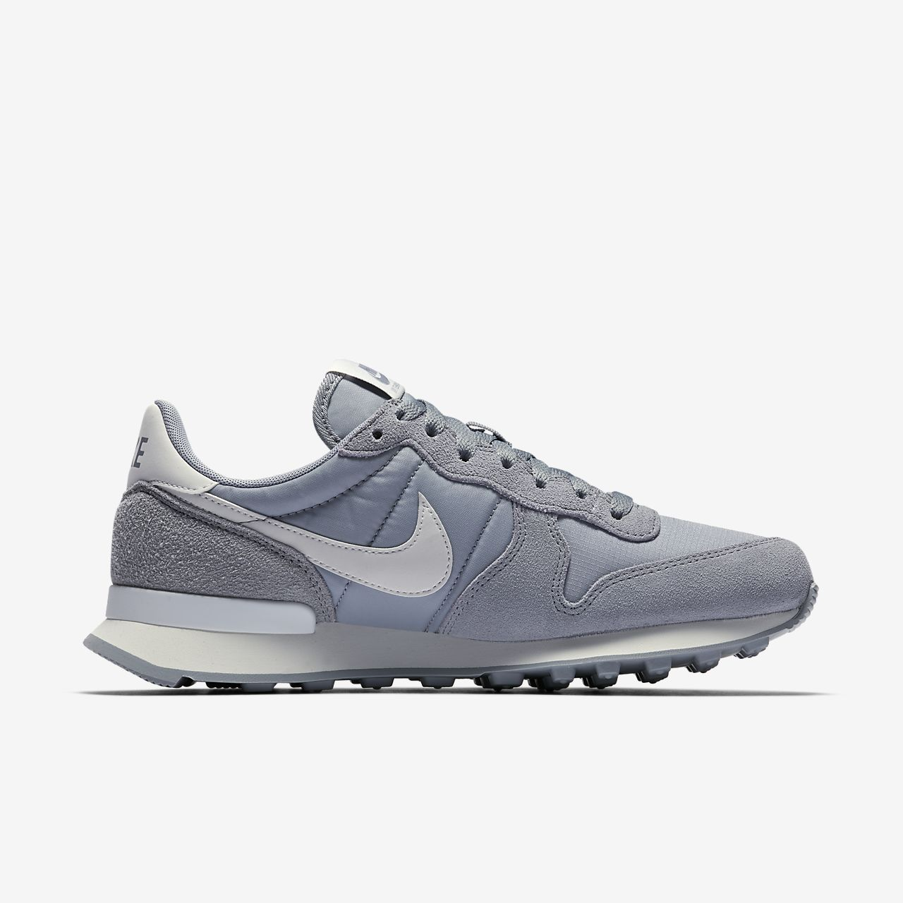 nikes internationalist