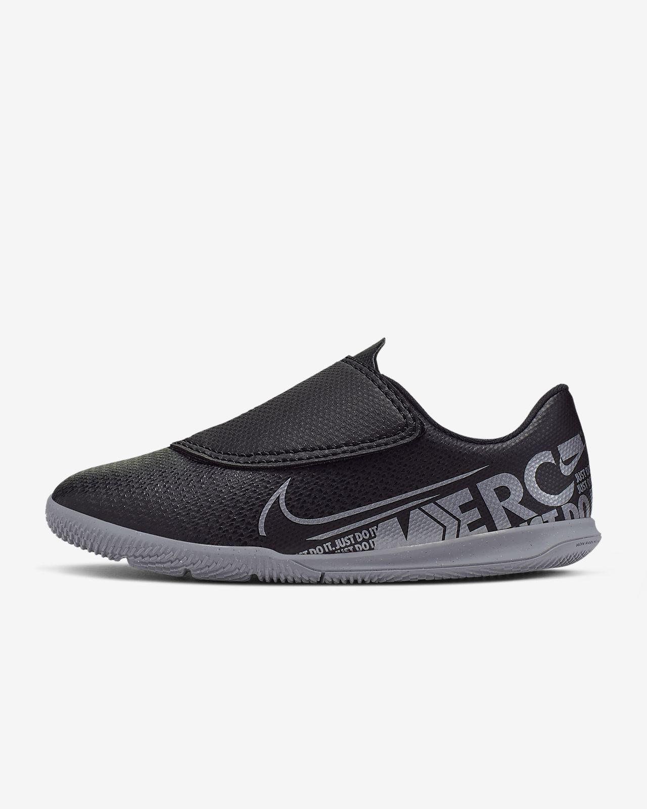 Nike Jr. Mercurial Vapor 13 Club IC Zaalvoetbalschoen voor peuters/kleuters