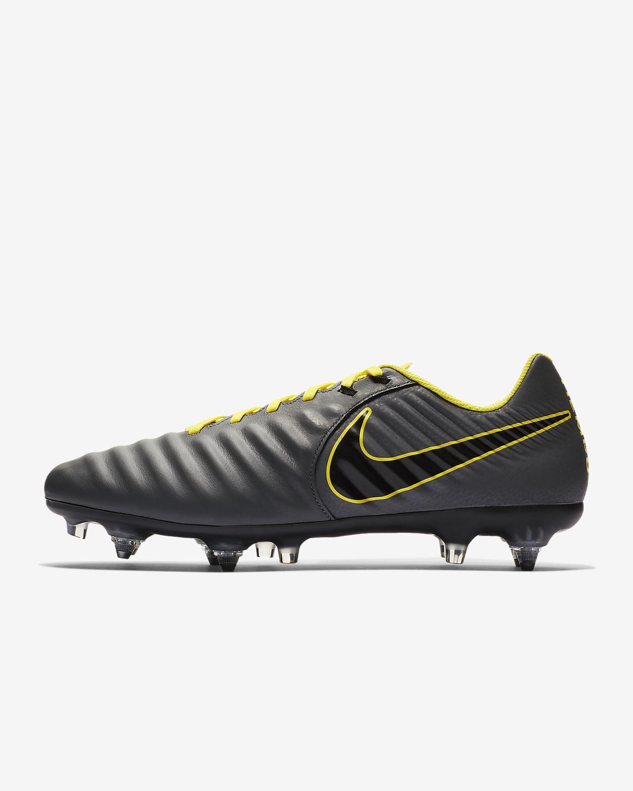 huge discount ca5fd e732e ... Chaussure de football professionnelle à crampons pour terrain gras Nike  Legend 7 Academy SG-Pro