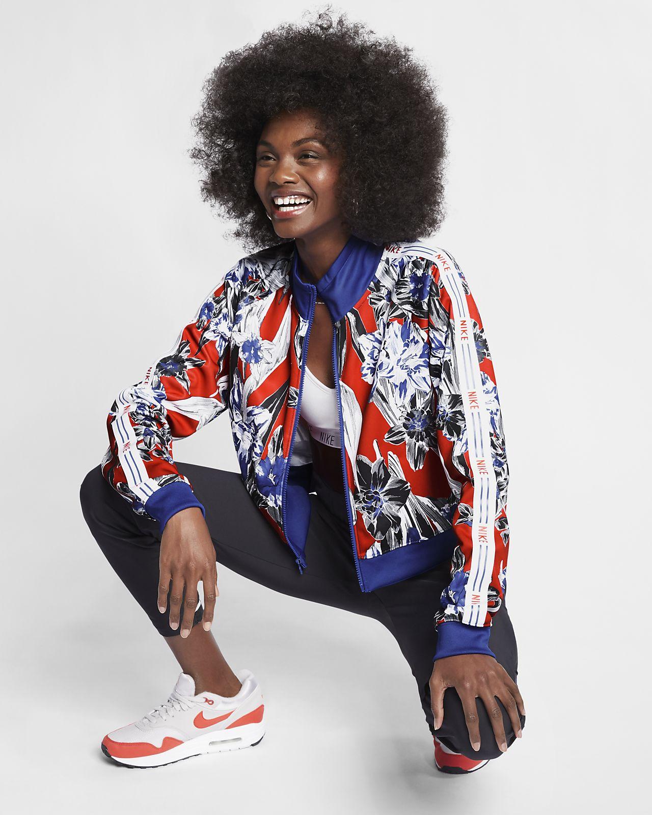 เสื้อแจ็คเก็ตผู้หญิงพิมพ์ลาย Nike Sportswear