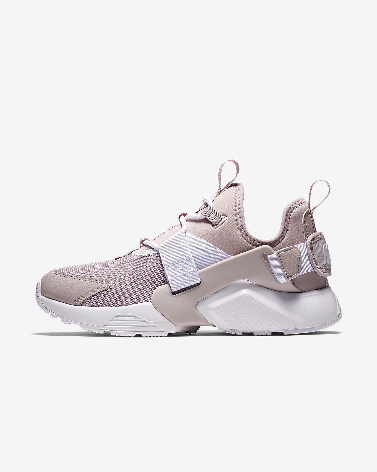 รองเท้าผู้หญิง Nike Air Huarache City Low