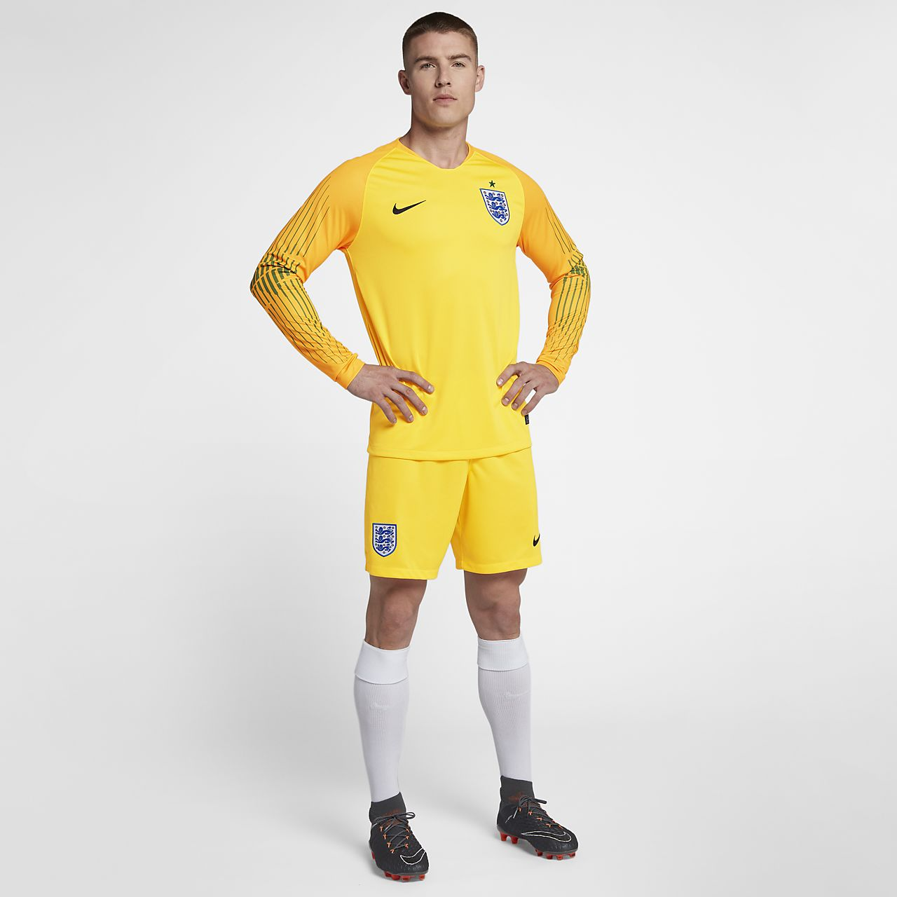 e2b420ec295 2018 England Stadium Goalkeeper Men s Football Shorts. Nike.com GB