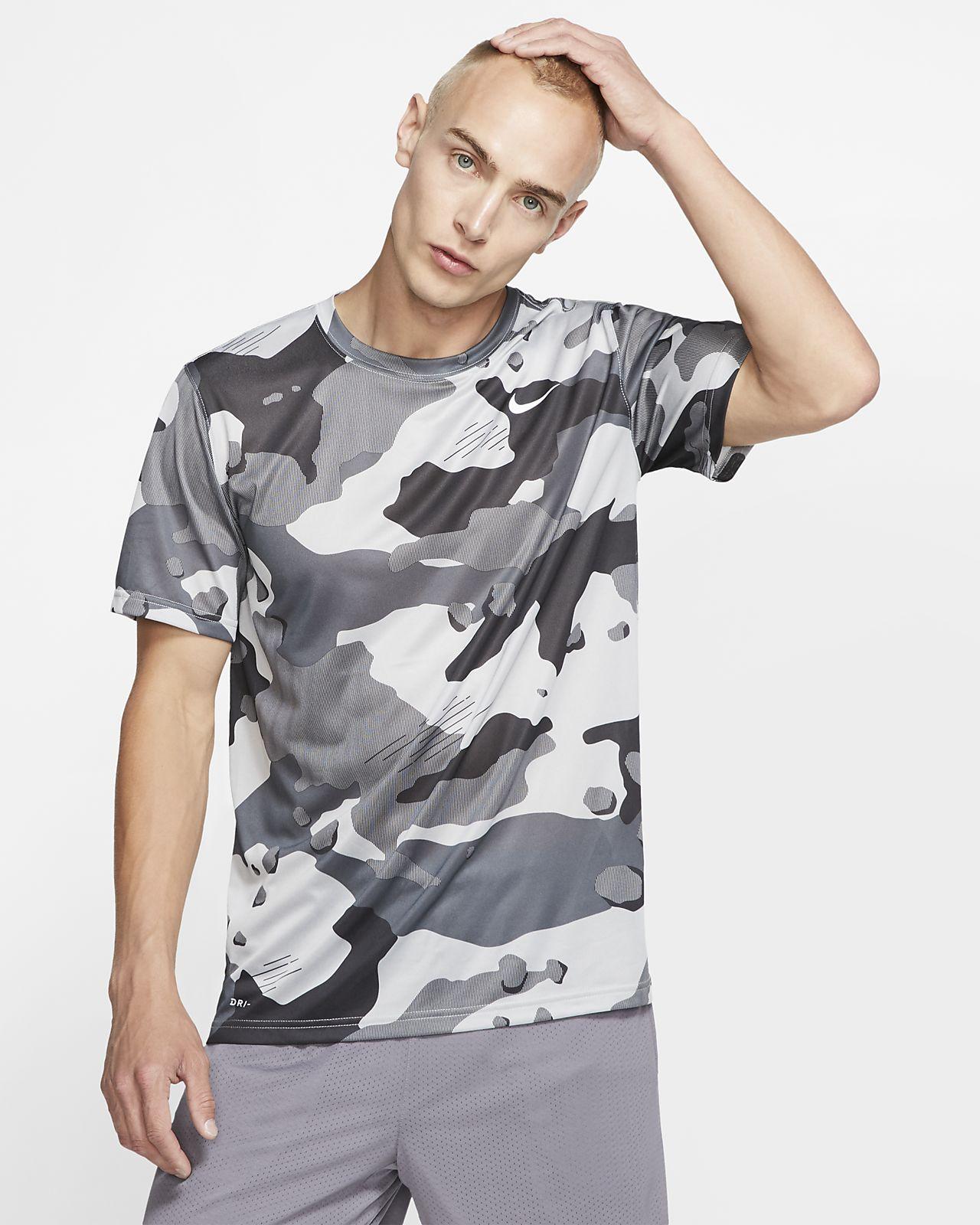 T-shirt de treino com padrão camuflado Nike Dri-FIT para homem