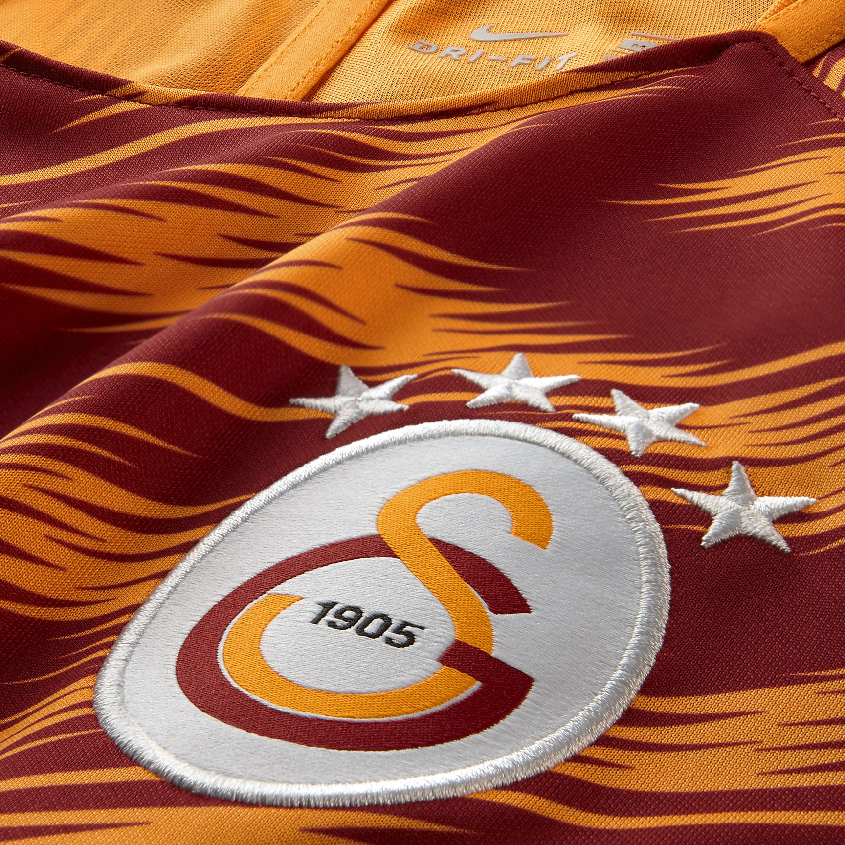 https://c.static-nike.com/a/images/t_PDP_1728_v1/f_auto/evuc87v0zwc319kb98zv/galatasaray-sk-dri-fit-squad-football-top-j4kxf9.jpg