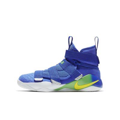 Chaussure de basketball LeBron Soldier 11 FlyEase pour Enfant plus âgé