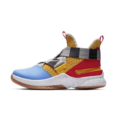 LeBron Soldier 12 FlyEase Men's Basketball Shoe
