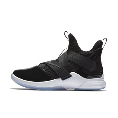 Chaussure de basketball LeBron Soldier 12 SFG