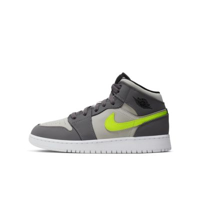c999949faf580 Air Jordan 1 Mid Big Kids' Shoe
