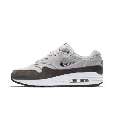https://c.static-nike.com/a/images/t_default/d7tqsmnx8msivyrliqks/air-max-1-premium-sc-womens-shoe-7kwNBy.jpg