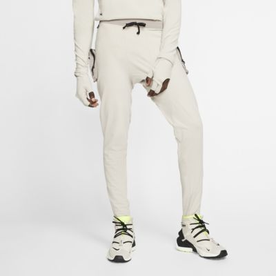 Nike A.A.E. Malles - Home