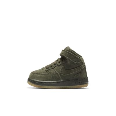 Sko Nike Air Force 1 Mid LV8 för baby/små barn