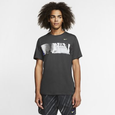 เสื้อยืดเทนนิสผู้ชายมีกราฟิก NikeCourt