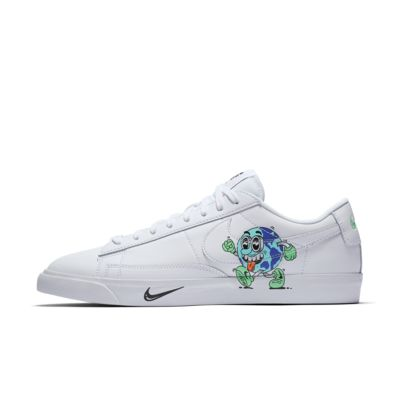 รองเท้าผู้ชาย Nike Blazer Low QS FlyLeather พร้อมเส้นใยหนังอย่างน้อย 50%