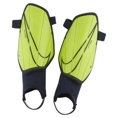 Protección para pierna de fútbol Nike Charge