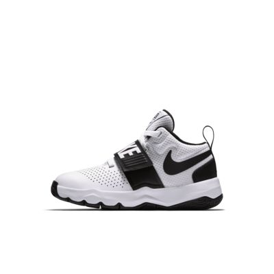 Nike Team Hustle D 8 Basketballschuh für jüngere Kinder