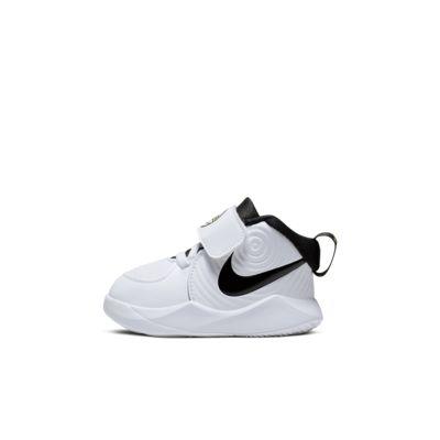 Nike Team Hustle D 9 Schuh für Babys und Kleinkinder