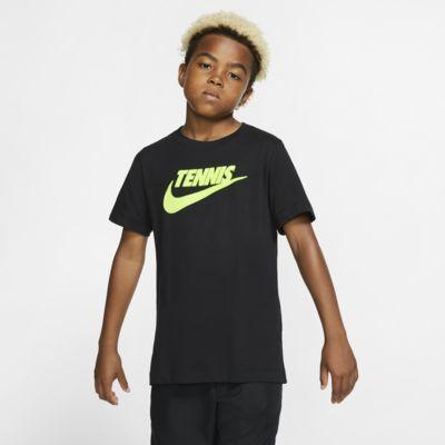 Chlapecké tenisové tričko NikeCourt Dri-FIT s grafickým motivem