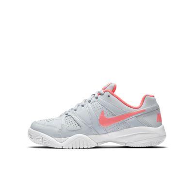 Купить Теннисные кроссовки для школьников NikeCourt City Court 7, Чистая платина/Белый/Горячий пунш/Горячий пунш, 19697947, 11786481