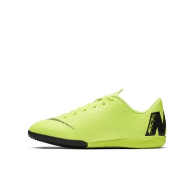 Nike Jr. VaporX 12 Academy IC Fußballschuh für Hallen- und Hartplätze für jüngere/ältere Kinder