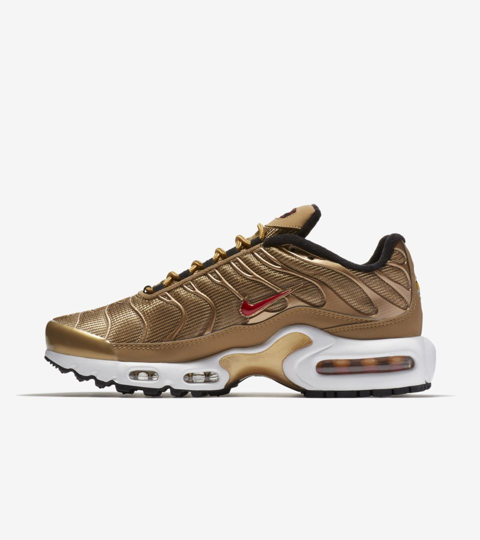 new product 8a84e 11d2a Women's Nike Air Max Plus QS 'Metallic Gold' Release Date ...
