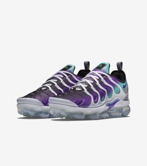 Nike Air Vapormax Plus 'White and Fierce Purple' Release