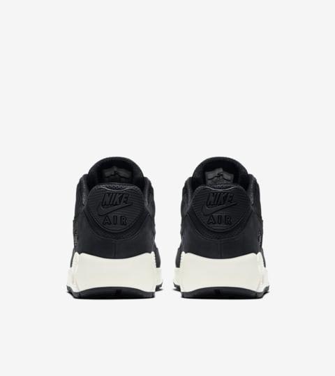 Nike Air Max 90 Pinnacle 'Black & Sail'. Nike SNKRS