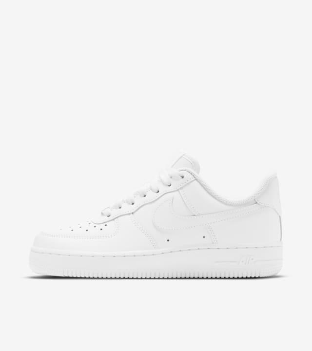 Women's Nike Air Force 1 Low 'Triple White'. Nike SNKRS