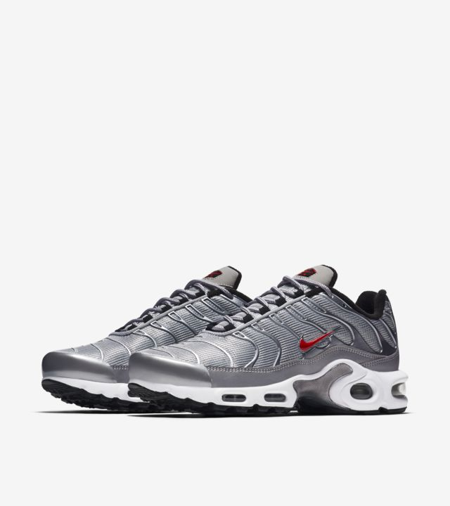 Women's Nike Air Max Plus 'Metallic Silver'. Nike SNKRS