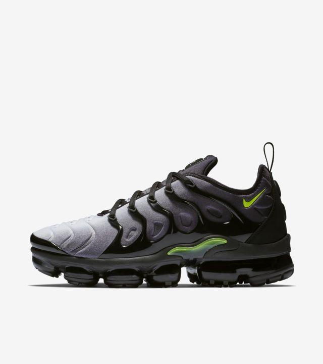 Nike Air VaporMax Plus 'Black & Dark Grey' Release Date