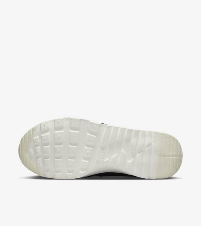 Women's Nike Air Max Thea Mid 'Black & White'. Nike SNKRS