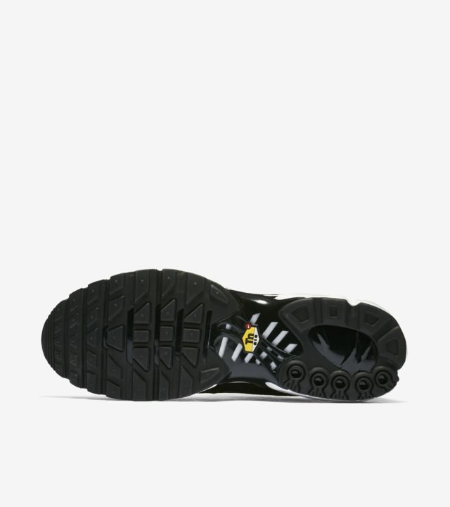 Release Date: Nike Air Max 97 Plus Black White •