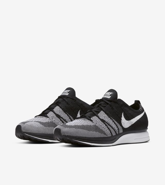 nike flyknit black and white