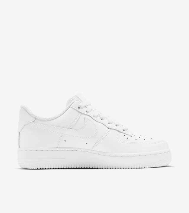 Women's Nike Air Force 1 Low 'Triple White'. Nike SNKRS