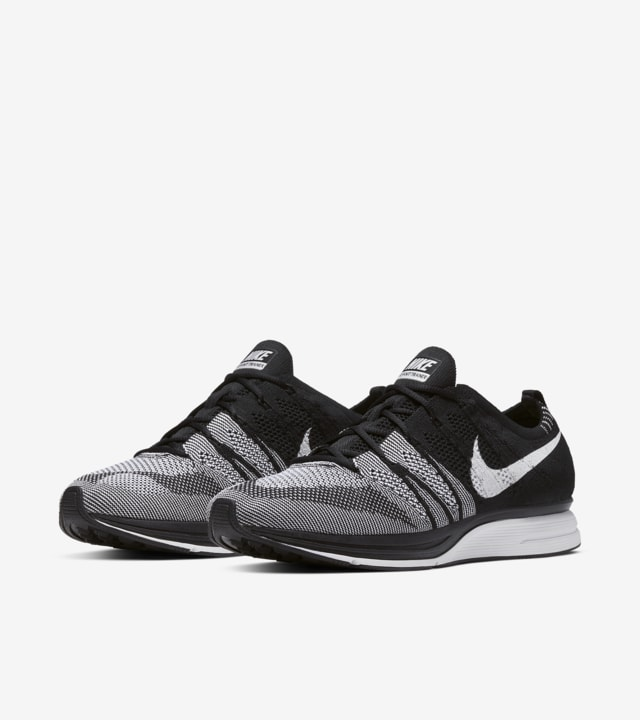Nike Flyknit Trainer 'Black \u0026 White