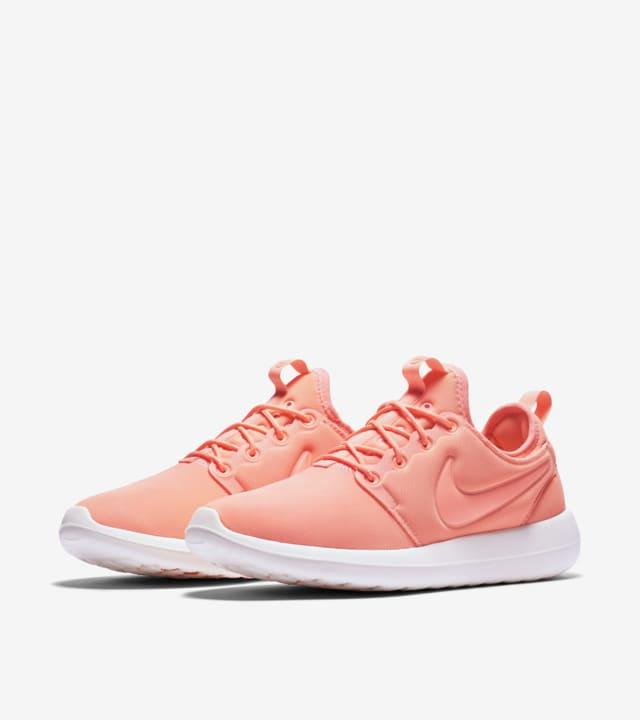 Nike Roshe 2 'Atomic Pink'. Nike SNKRS