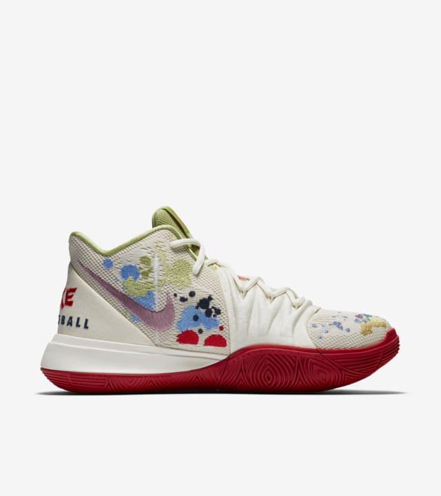 カイリー 5 'Bandulu' 発売日. Nike SNKRS JP