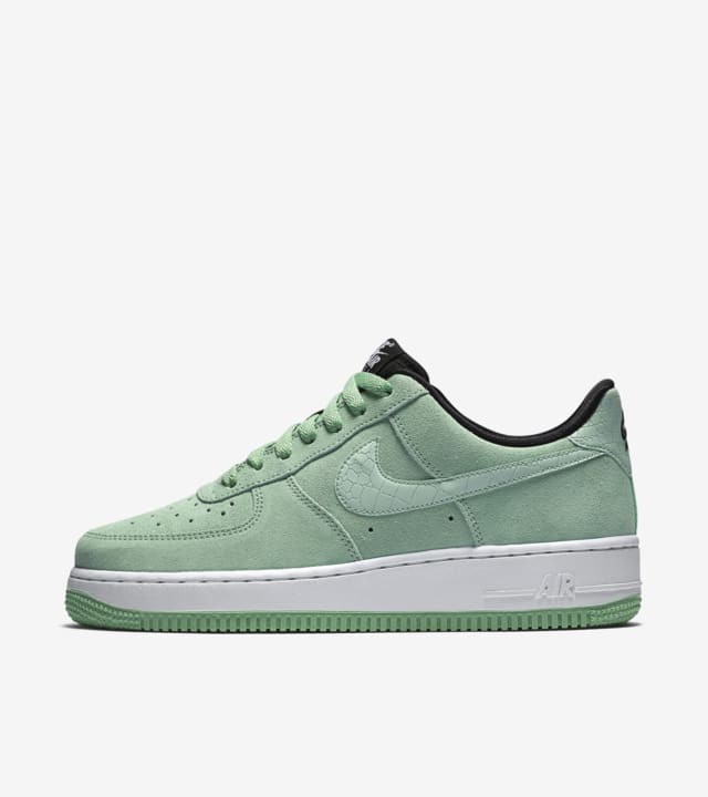 Nike Air Force 1 'Enamel Green'. Nike SNKRS
