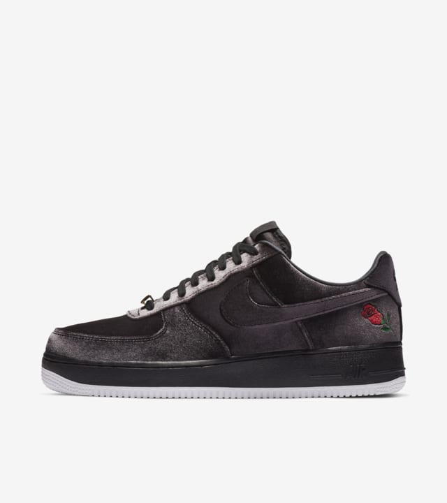 tener carpeta Asesorar  Nike Air Force 1 Satin 'Black & White' Release Date. Nike SNKRS