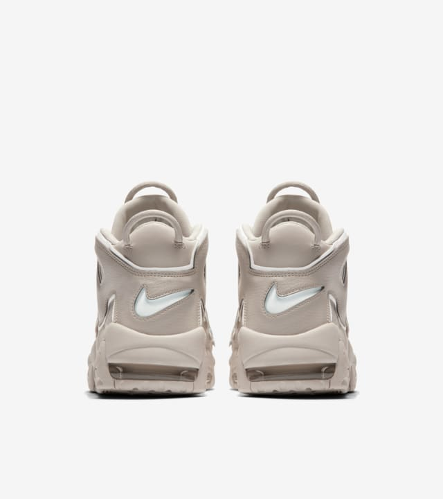 scrupoloso giocattolo Fatto di  Nike Air More Uptempo '96 'Light Bone'. Nike SNKRS GB