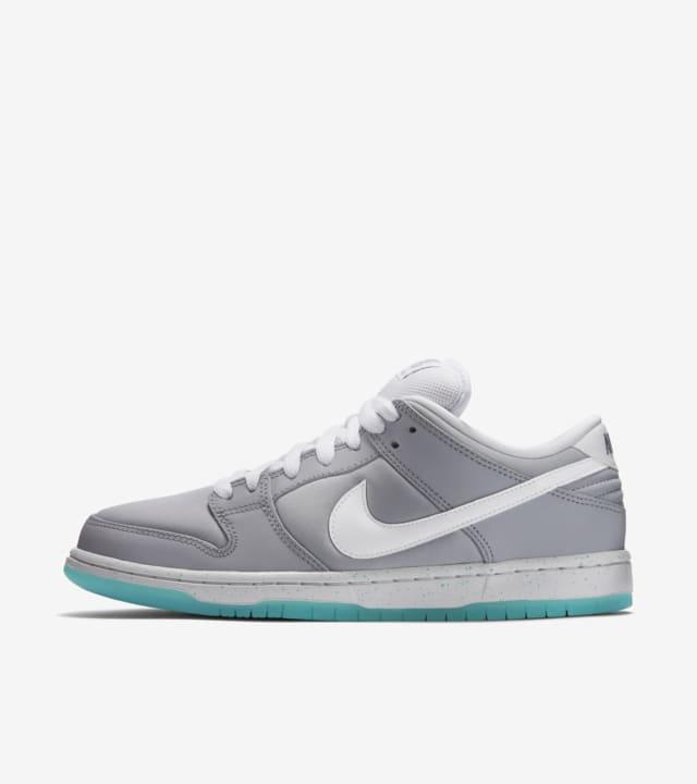Nike Dunk Low SB 'Air Mag'. Nike SNKRS