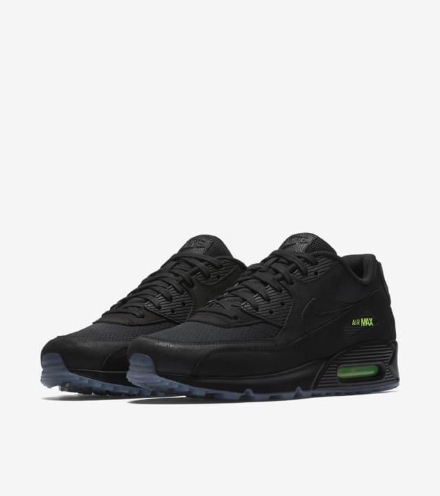 Nike Air Max 90 'Black \u0026 Volt' Release