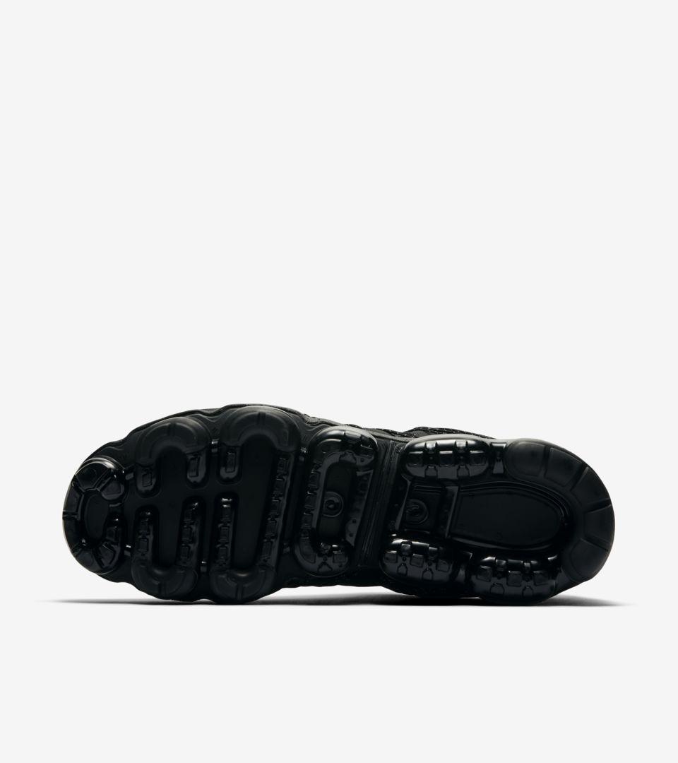 bfcc621e2e16 ... Release Date Nike Air Vapormax Run Utility  Black   Reflective Silver   ...