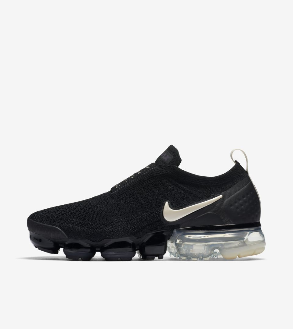 uk availability 8ccdb 87301 Nike Women's Air Vapormax Moc 2 'Black & Light Cream Release ...