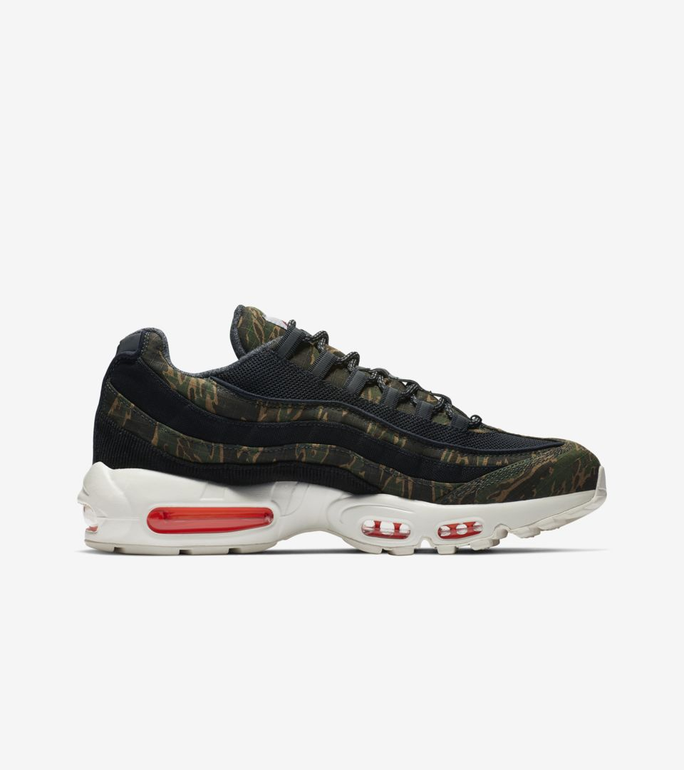 b63999d917f105 Nike Air Max 95 Carhartt WIP  Black Sail   Total Orange  Release ...