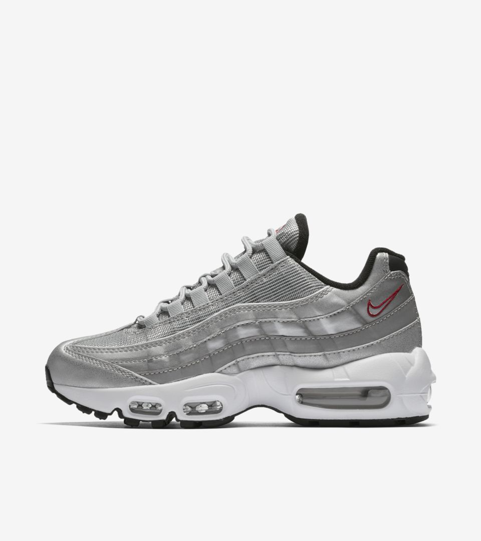 Women S Nike Air Max 95 Metallic Silver Nike Snkrs