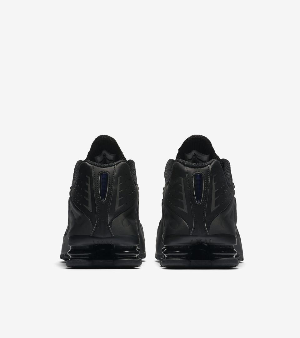 best website 61d87 368fd Nike Shox R4. Triple Black