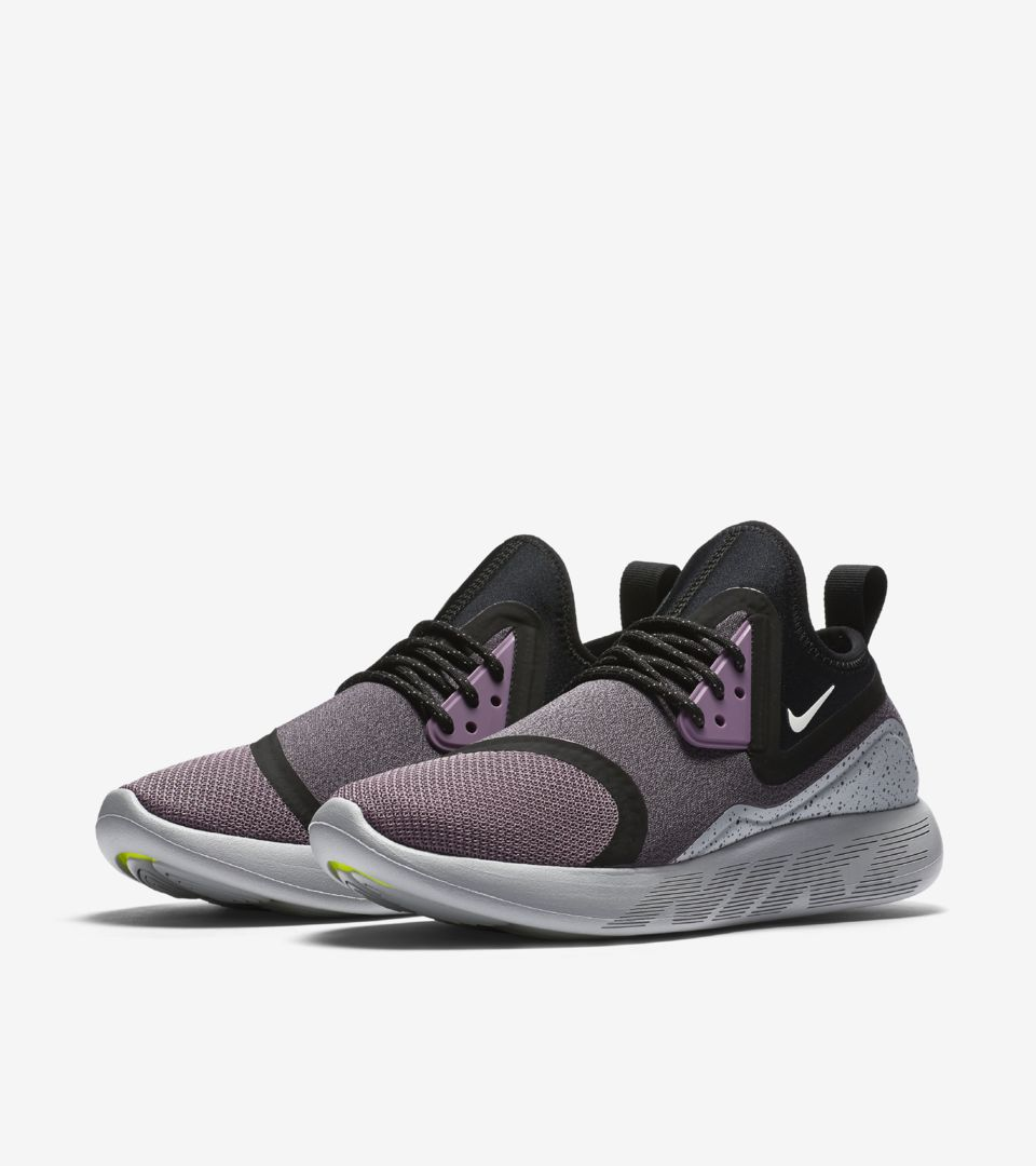 WMNS LUNARCHARGE ESSENTIAL